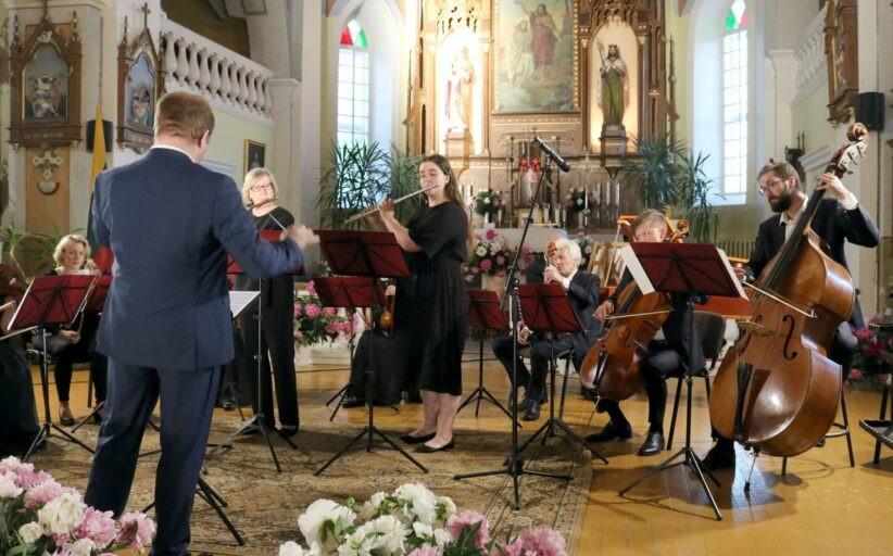 """""""Muzikinės bažnyčių naktys Šiaulių rajone"""": kviečia klausytis muzikos po bažnyčios skliautais"""