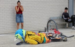 """Geriausioje liepos sporto nuotraukoje – skaudus dviratininko """"sustojimas"""