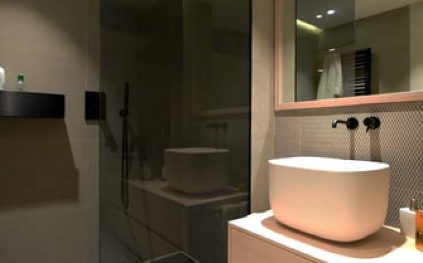 Kada rinktis dušo kabiną, o kada dušo padėklą?