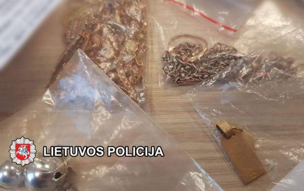 Pavogtas auksas klaipėdiečiui laimės neatnešė – įtariamasis suimtas mėnesiui (video)