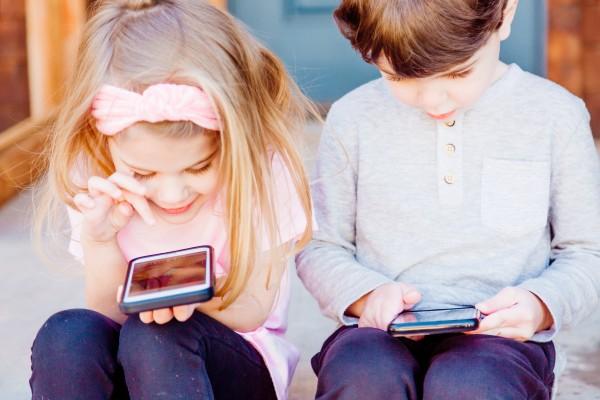 Aštrėja tėvų ir vaikų kova dėl išmaniųjų prietaisų