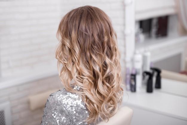 Ombre – išskirtinis plaukų dažymo būdas